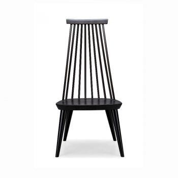 Classic country accent chair with spindles